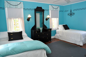 Bedroom with a double and twin bed with Tiffany blue walls